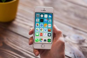 apple-fans-cant-…or-new-iphone-se3